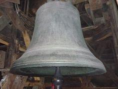 Le bourdon Emmanuel dédié à Jésus-Christ, refondue en 1685 par les maîtres fondeurs Chapelle, Gillot et Moreau fonderie Florentin Le Guay, le parrain de la cloche fut le roi Louis XIV et la marraine, son épouse Marie-Thérèse d'Autriche. Seul le bourdon Emmanuel dans le beffroi sud, a échappé à sa destruction, les huit cloches de la tour nord ainsi que le bourdon Marie sont descendues et fondues entre 1791 et 1792 pour fabriquer les canons dont a besoin l'armée révolutionnaire.