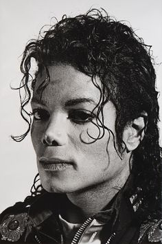 A photo of Michael Jackson taken by artist and photographer Gottfried Helnwein is currently on auction for and the auction will take place on June The picture was taken in Gottfr… Michael Jackson Kunst, Michael Jackson Drawings, Photos Of Michael Jackson, Michael Jackson Bad Era, Michael Jackson Costume, Michael Jackson Thriller, Gottfried Helnwein, Jackson Family, Jackson 5