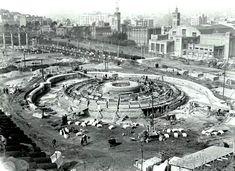 Construcció Font de Montjuïc.1928. A la dreta de la imatge, el restaurant 'La Pérgola'