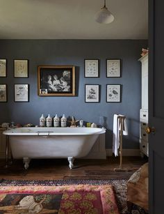 Kate Middleton's Favorite Designer Reveals How to Achieve Classic Engl In his new book, British designer Ben Pentreath shares his tips for a natural and easygoing home inspired by classic Cotswold style Bathroom Style, Interior, Home, Best Bathroom Designs, Amazing Bathrooms, Bathtub Design, Bathroom Design, Architectural Digest, English Interior
