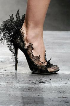 black shoes #sculptural #shoes #lace