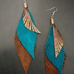 Leather Feather Earrings Brown Teal and Sparkly por CyclonaDesigns