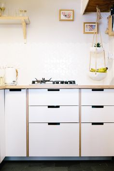 Our Spacer Panels can be fixed between your IKEA cabinets to reveal the edge of the ply material between each front, giving the aesthetic of a bespoke manufactured cabinet carcass for a fraction of the cost. Kitchen by Plykea