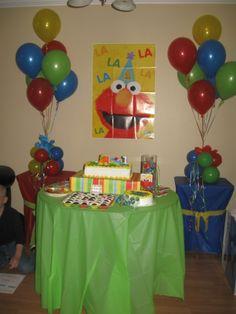 Elmo birthday party theme. Elmo Birthday, 2nd Birthday Parties, Birthday Ideas, Tulle Balloons, Elmo And Friends, Elmo Party, Sesame Street Birthday, First Birthdays, Celebrations