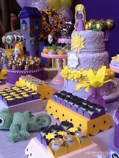 For table settings . Princess Theme Birthday, Rapunzel Birthday Party, Tangled Party, Adult Birthday Party, Bolo Rapunzel, Princess Rapunzel, Tangled Rapunzel, Disney Princess Party, Oreos
