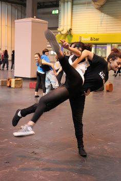 Quest Groups rehearsals at the NEC by Motionhouse Dance Theatre, via Flickr