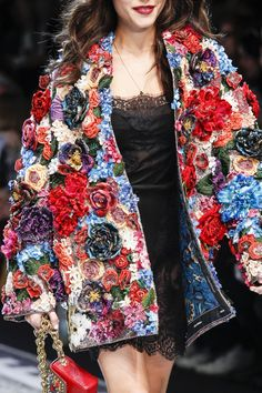 See all the Details photos from Dolce & Gabbana Autumn/Winter 2017 Ready-To-Wear now on British Vogue Fashion 2017, Runway Fashion, Fashion Art, High Fashion, Fashion Show, Womens Fashion, Fashion Outfits, Fashion Design, Fashion Trends