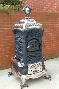 Would love an antique wood stove like this in the front living room! Stove Heater, Pellet Stove, Stove Oven, Kitchen Stove, Antique Wood Stove, How To Antique Wood, Vintage Wood, Wood Stove Cooking, Old Stove