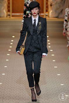 Fashion Week Milan Fall/Winter 2018 look 44 from the Dolce & Gabbana collection womenswear Suit Fashion, Look Fashion, Runway Fashion, Fashion Outfits, Fashion 2017, Older Women Fashion, Womens Fashion, Dandy Style, Look Blazer