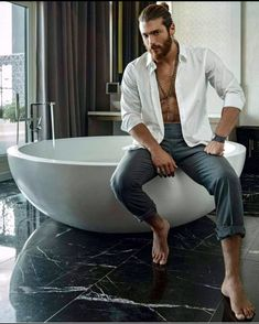 Can Yaman Feet photos) - Male Celebrity Feet Turkish Men, Turkish Actors, Look Man, Boy Photography Poses, Barefoot Men, Herren Outfit, Hommes Sexy, Hot Actors, Male Feet