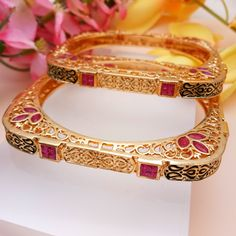 Hand Jewelry, Womens Jewelry Rings, Body Jewelry, Gold Bangles Design, Gold Jewellery Design, Indian Wedding Jewelry, Bridal Jewelry, Pearl Necklace Designs, Fashion Jewelry