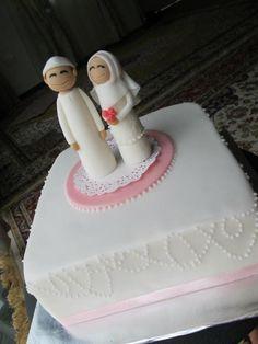 So adorable! Muslim bride  groom cake topper.