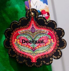 Desigual #hangtag Label Design, Graphic Design, Denim Art, Swing Tags, Fashion Corner, Ideas Geniales, Some Ideas, Colours, Christmas Ornaments
