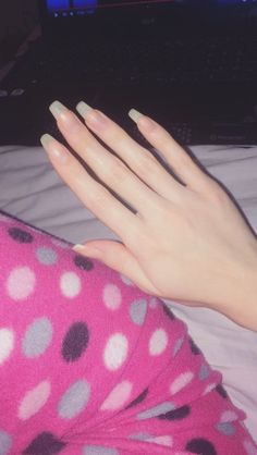 I just want a girlfriend that I can grow my nails out with, play video games with, and do art with. Like dang! Long Natural Nails, Long Nails, Cute Nails, Pretty Nails, Natrual Nails, Hair And Nails, My Nails, Girls Hand, Dream Nails