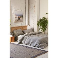 Heathered Jersey Duvet Cover ($119) ❤ liked on Polyvore featuring home, bed & bath, bedding, duvet covers, grey, grey bedding, urban outfitters bedding, jersey knit bedding, boho bedding and jersey bedding