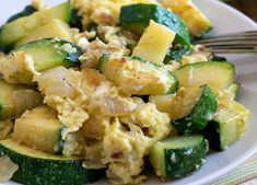 Scrambled eggs with zucchini WW, recipe for a smooth, egg-based and zucchini-based dish, easy to cook for a last minute light meal. Ww Recipes, Light Recipes, Cooking Recipes, Zucchini, Plats Weight Watchers, Weigh Watchers, Scrambled Eggs, Meal Prep, Menu