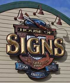 This design is creative because it is a sign for a company that makes signs. Sign Board Design, Signwriting, Sign Company, Rustic Wood Signs, Signage Design, Creative Advertising, Lettering, Painted Signs, Shop Signs