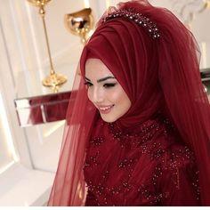 For those who want to look like swans 😍 Pınar şems ikbal Abiye ❣ ❣ Price â . Muslimah Wedding Dress, Hijab Bride, Muslim Brides, Pakistani Wedding Dresses, Girl Hijab, Bridal Dresses, Muslim Couples, Hijab Gown, Hijab Style Dress