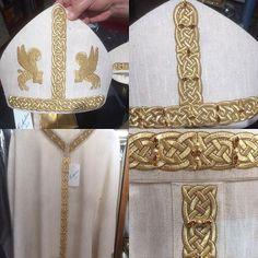 Instagram media #confexcleroroma #confexclerostore #chasuble #mitria #pope #cardinal #bishop #liturgia #vestement #chiesacattolica #vatican #basilicadisanpietro