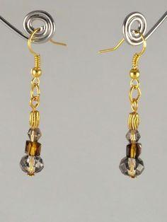 Courtes boucles d'oreilles en cristal taillé, de formes variées, en dégradés de vieil or