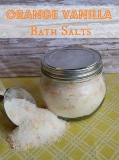 Home Remedies for Acne Orange Vanilla Bath Salts This is an amazing smelling bath salt Skip the mall stores where you will pay 10 or more for a bottle of bath salts and. Homemade Scrub, Diy Scrub, Homemade Bath Salts, Diy Bath Salts, Bath Fizzies, Neutrogena, Bath Salts Recipe, Home Spa Treatments, Hair Treatments