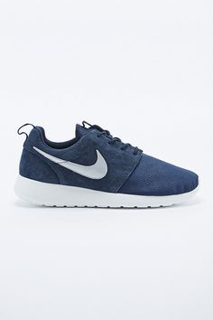 Nike Roshe Run Suede Trainers in Obsidian Blue - Urban Outfitters