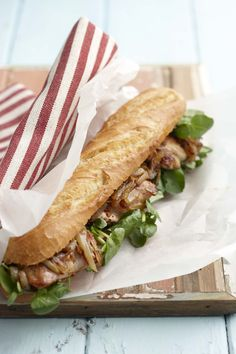 Chicken-and-Onion Roll Sandwich I Love Food, Good Food, Yummy Food, Brunch, Soup And Sandwich, Sandwich Recipes, Wrap Sandwiches, Empanadas, Food For Thought