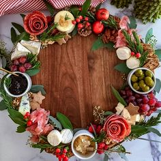 Christmas Entertaining, Christmas Party Food, Christmas Brunch, Christmas Appetizers, Christmas Cooking, Christmas Goodies, Christmas Treats, Christmas Eve, Charcuterie Recipes