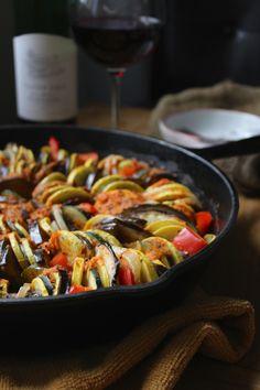 Simple Cast Iron Skillet Ratatouille - The Fitchen Cast Iron Skillet Cooking, Iron Skillet Recipes, Cast Iron Recipes, Skillet Meals, Skillet Food, Spicy Recipes, Veggie Recipes, Cooking Recipes, Healthy Recipes