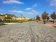 Bordeaux - Wundervolle Metropole an der Garonne - 24 Stunden in Bordeaux Be Perfect, Bordeaux, Sidewalk, Building, Travel, Beautiful, Food, France, Travel Advice