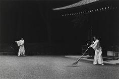 """""""Meiji Shrine, Tokyo"""". Paris, Centre Pompidou - Musée national d'art moderne - Centre de création industrielle - Photo (C) Centre Pompidou, MNAM-CCI, Dist. RMN-Grand Palais / Christian Bahier / Philippe Migeat"""