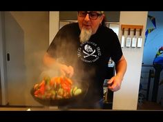 "Tipp #15: Gemüse Teil 3 - Küchentipps von Stefan Marquard ""genial einfach - einfach anders"" - YouTube Easy, Youtube, Fried Vegetables, Lunch Table, Yummy Food, Cooking, Cooking School, Simple, Recipies"