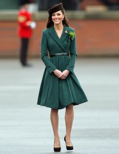 Kate Middleton... does she have to look TERRIFIC and BEAUTIFUL in EVERYTHING?  Reeeally?  :/   Wondering.