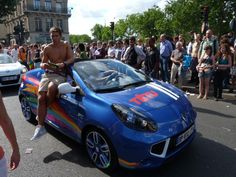 Renault Wind TÊTU à la marche des fiertés 2011