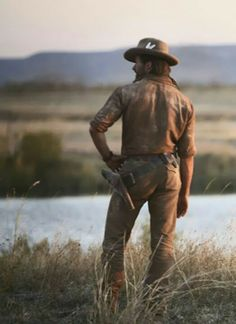 Hugh Jackman as The Drover in Australia. Hugh Jackman, Hugh Michael Jackman, Australia Movie, Logan Wolverine, Movie Shots, The Virginian, Men Photoshoot, Gary Oldman, Out Of Africa