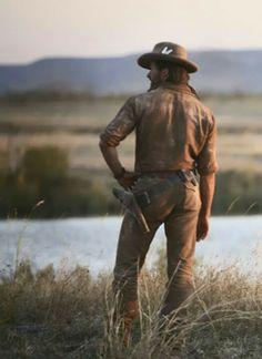Hugh Jackman as The Drover in Australia. Hugh Jackman, Hugh Michael Jackman, Australia Movie, Movie Shots, Logan Wolverine, Men Photoshoot, Gary Oldman, Tough Guy, Le Far West