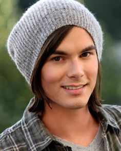 Great news, Liars! Tyler Blackburn has been upped to a series regular as Caleb on Pretty Little Liars. Caleb Pretty Little Liars, Pretty Little Liars Episodes, Pretty Little Lairs, Pll, Tyler Blackburn, Pretty People, Beautiful People, Perfect People, Beautiful Pictures