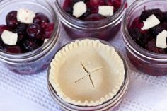 Mini pies and mini mason jars. This can be vaccumed sealed with a Food Saver sold at Walmart, Canadian Tire, Sears, then frozen until needed Mason Jar Pies, Mason Jar Meals, Meals In A Jar, Canning Jars, Yummy Treats, Sweet Treats, Yummy Food, Baby Food Recipes, Dessert Recipes