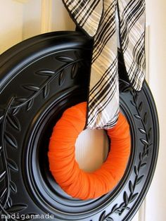 Very Simple DIY Halloween Wreath Made Of Ceiling Medallion | Shelterness