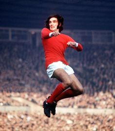Winger George Best defies gravity during a match with West Bromwich Albion, at Old Trafford, 24 October 1970 Man Utd Fc, West Bromwich, Old Trafford, School Boy, Football Cards, Green Shirt, Best Memories, Manchester United, The Unit