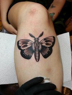 Tatuagem Old School Perna Mariposa