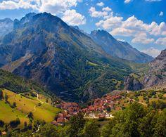 Place: Sostres, Picos de Europa / Asturias, Spain. Photo by: Pilar Azaña (500px.com)
