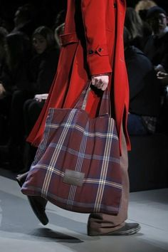 Marc by Marc Jacobs Fall 2013 Ready-to-Wear Tweed, Tartan, Diy Tote Bag, Linen Bag, Fabric Bags, Big Bags, Shopper, Cloth Bags, Mode Inspiration