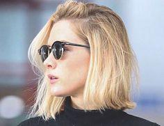 Fiorella Mattheis já teve cabelo comprido, depois cortou um pouco abaixo dos ombros e, há alguns meses, estava com os fios pintados de rosa. E, agora, a atriz está de visual novo mais uma vez.