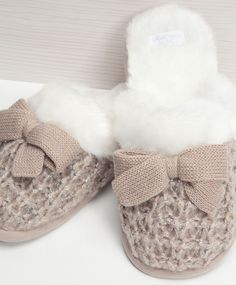Little stripes mule slippers - OYSHO Winter Slippers, Cute Slippers, Crochet Slippers, Winter Shoes, Cute Shoes, Me Too Shoes, Cosy Outfit, Bedroom Slippers, Girly Things