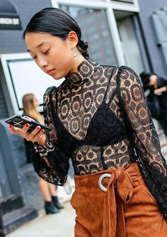 Dentelle noire #Street #Style #style #fashion #jeanlouisdavid #girl #fashion #city #sexy #loveit #trendy #musthave #spirit #energy #city #style Inspiration Jean Louis David