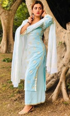 Best Trendy Outfits Part 36 Indian Suits, Indian Dresses, Indian Wear, Designer Punjabi Suits, Indian Designer Outfits, Punjabi Fashion, Indian Fashion, Western Girl Outfits, Simple Kurta Designs
