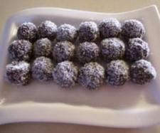 Recipe Guilt-free Chocolate Balls by Leanne Sloss, learn to make this recipe easily in your kitchen machine and discover other Thermomix recipes in Desserts & sweets. Cantaloupe Recipes, Radish Recipes, Sweets Recipes, Snack Recipes, Cooking Recipes, Yummy Recipes, Thermomix Desserts, Vegan Desserts, Cake Pops