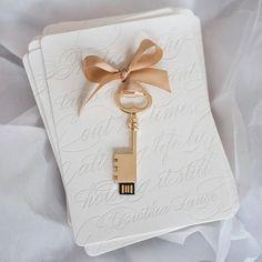 """""""Unlock"""" your wedding images!""""  Ideia top dessa fotógrafa de entregar as fotos finais do casamento ao casal num USB no formato de uma chave. Tecnologia + criatividade + fofice =  {via @charlottejenkslewis Instagram} #usb #fotografia #fotografo #fotografiadecasamento #ideiascriativas #noivaenoivo #amor #casamento #ideiasdecasamento #inspiracaodecasamento #photography #photographer #weddingphotography #weddingphoto #criativeideas #brideandgroom #love #wedding #weddingideas #wedding..."""