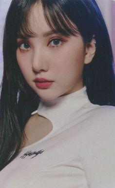 Pretty Asian Girl, Beautiful Asian Women, Pretty Woman, South Korean Girls, Korean Girl Groups, Cloud Dancer, G Friend, Kpop Aesthetic, Korean Singer